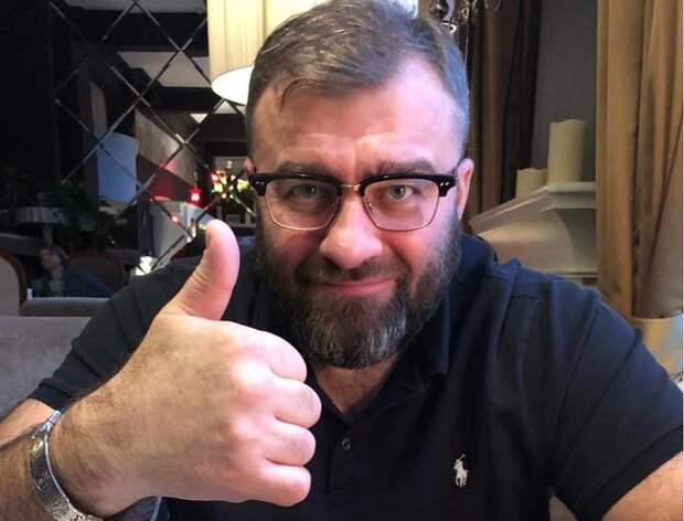 Очевидцы сообщили о потасовке в аэропорту Салехарда с участием Михаила Пореченкова