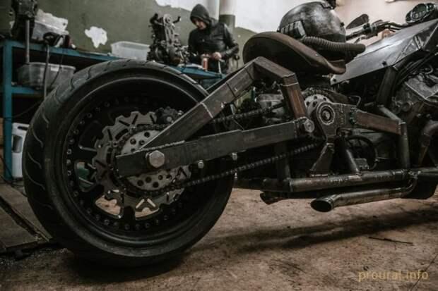 «Гангрена»: самодельный мотоцикл с двигателем V8 от автомобиля Lexus