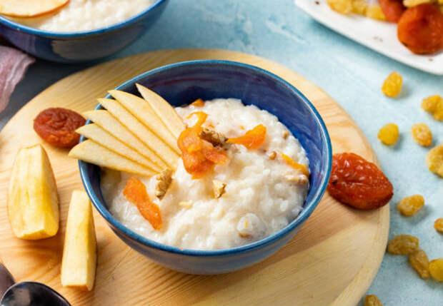 Рисовая каша с яблоками: превращаем скучный завтрак в десерт