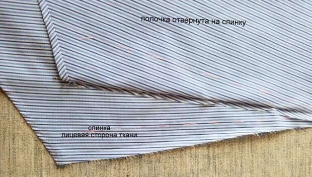 Отвернуть детали полочек на спинку, зафиксировать положение бокового шва полочки с помощью булавок.