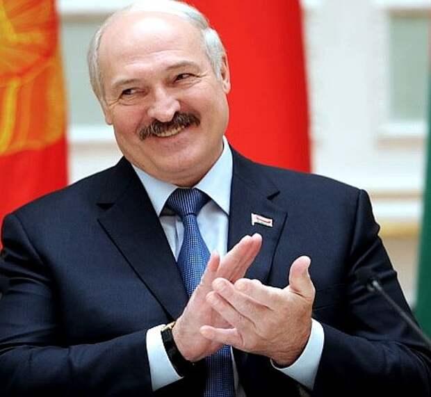Лукашенко сделал подарок молодоженам
