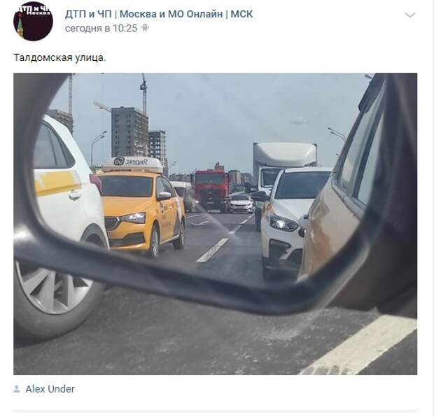 На Талдомской улице столкнулись легковушка и грузовик