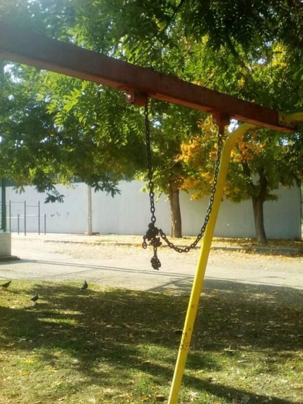 «Дети выживут?» Детская площадка в Севастополе