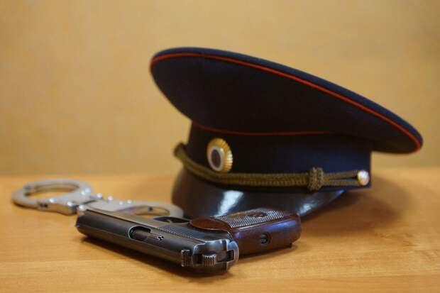 В Москве полицейский случайно прострелил себе ногу из пистолета