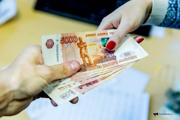 """Другие деньги: россиянам теперь будут """"выдавать"""" на руки по 24 260 рублей"""