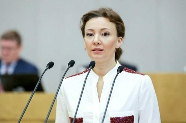 Кузнецова предложила выплачивать «декретные» бабушкам и дедушкам