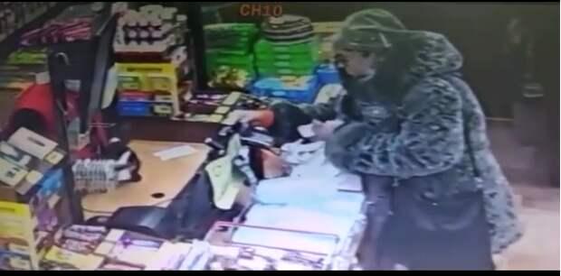 В Марфине женщина нашла чужую банковскую карту и потратила деньги