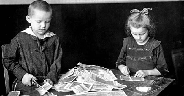 7 исторических фото бедных немцев, которые купаются в деньгах