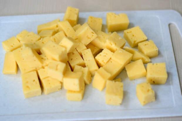 Сырная закуска из слоеного теста, простейший рецепт: фото шаг 1