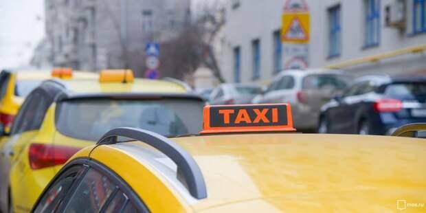 Неизвестный с пистолетом на Беломорской отнял у таксиста 50 тысяч рублей