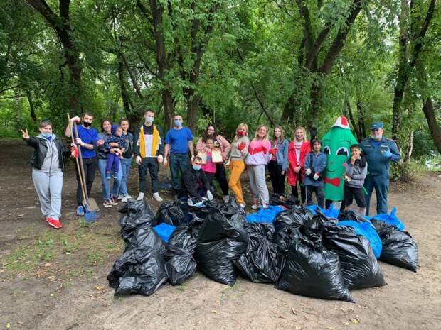 Спасатели поучаствовали в уборке мусора в ЮВАО