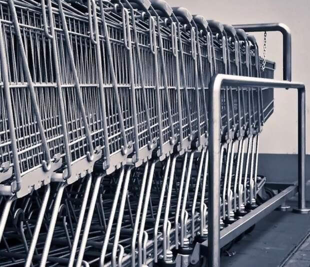 В Москве закрыли часть продуктовых магазинов из-за нарушений масочного режима