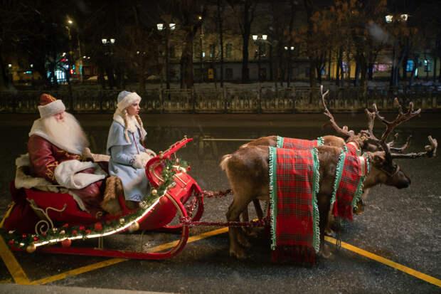 Виталий Хаев и Надежда Сысоева перевоплотились в Деда Мороза и Снегурочку