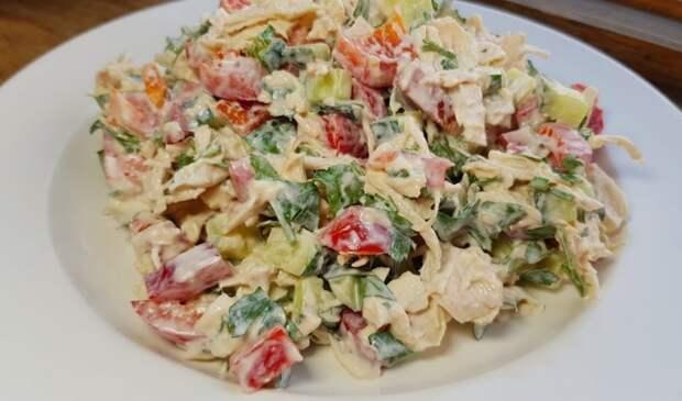 Уже очень захотелось перекусить! Обалденно вкусный салат из минимума продуктов