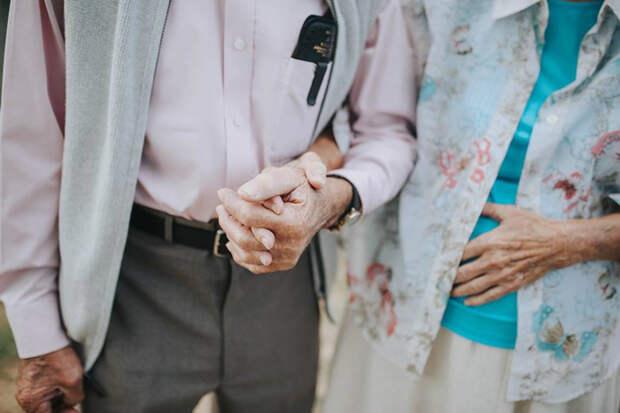 Фотосессию для пожилой пары устроила их 24-летняя внучка.