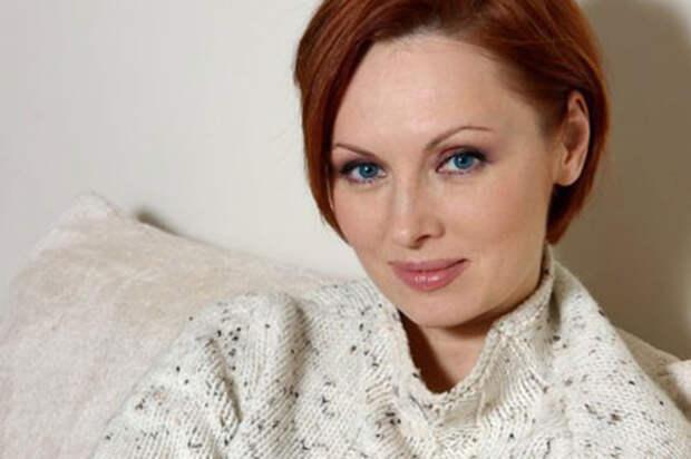 «Я этого человека панически боялась»: Елена Ксенофонтова рассказала о жизни в браке