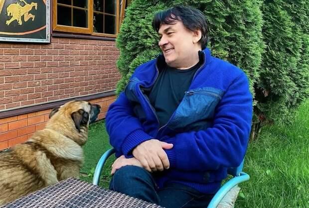 Александр Серов продает роскошную квартиру в Москве