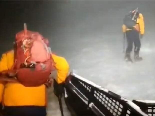 Командир спасателей на Эльбрусе назвал «самоубийством» отправку туристов в непогоду
