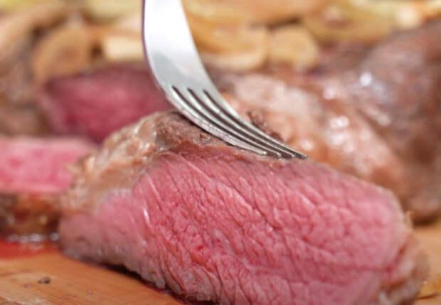 Запекаем 2 килограмма мяса большим куском под луком: готовим в обычной духовке