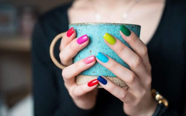 Цвет ногтей влияет на судьбу женщины