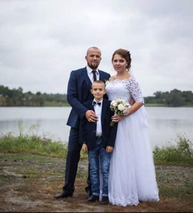 Переселенка из Луганска Татьяна Сирица и Юрий Шпілька из города Звенигородка Черкасской области поженились в сентябре. Вместе воспитывают сына мужа от первого брака 8-летнего Юрия