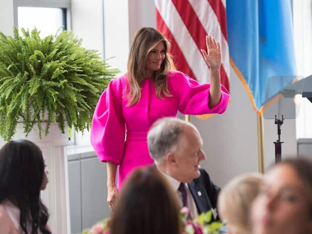 Миссис эпатаж: самые скандальные образы Мелании Трамп вроли Первой леди