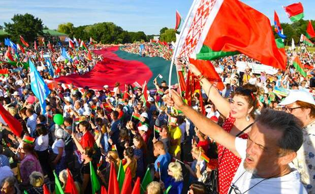 Новый «Белорусский фронт»: Пора вспомнить легендарный призыв — «Ни шагу назад»