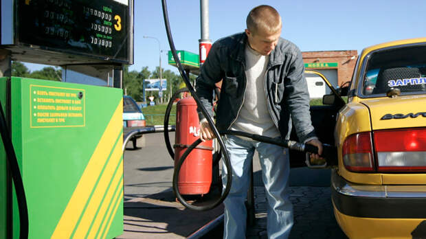 Осталось две недели: Правительство прижмет топливных олигархов
