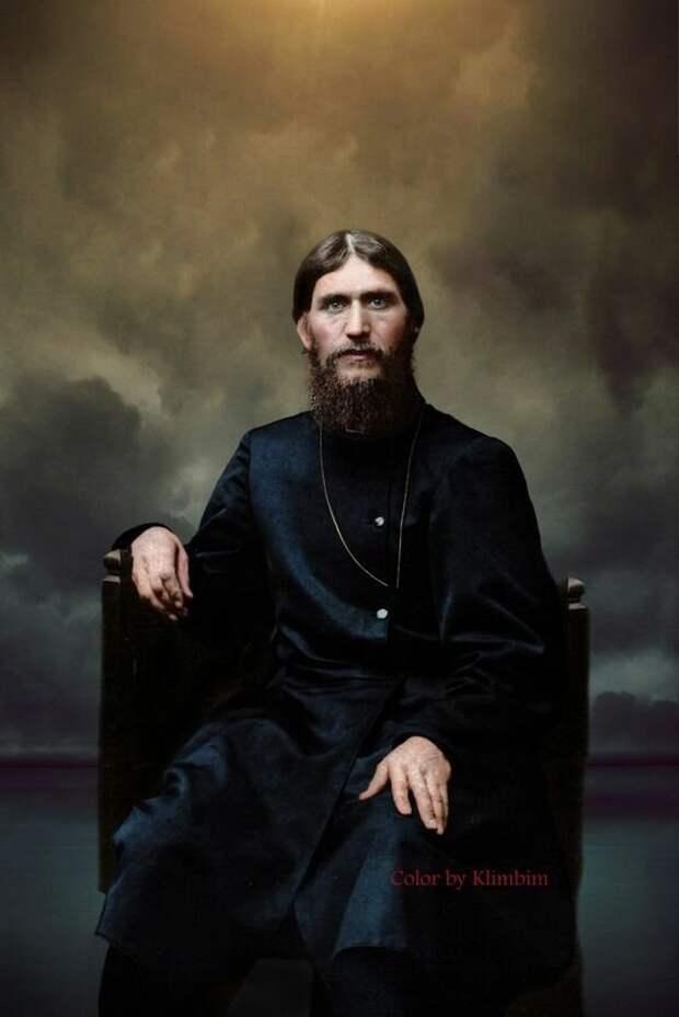 Известен он стал благодаря своим предсказаниям, безмерному распутству, целительству и приближенности к семье Императора Николая II Распутин, интересное, тайны, факты, фото