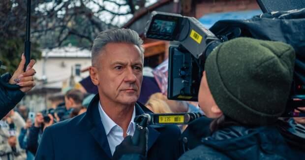 Олег Меньшиков получил роль судьи в новом сериале: фото в образе