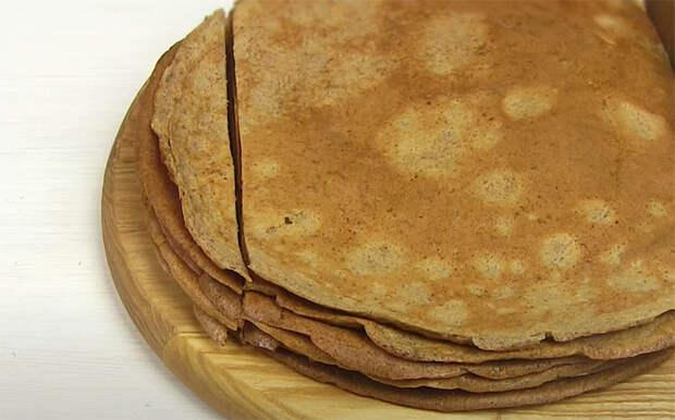 Кладем прямо в блинное тесто 500 граммов печени: блины стали ресторанной закуской на стол