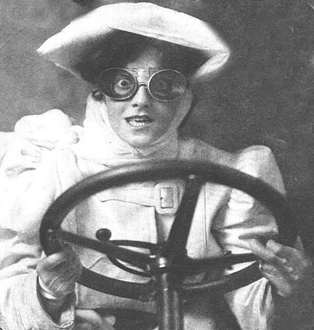 Женщина за рулем, 1900-е. С тех пор мало что изменилось.... Весь Мир, история, фотографии