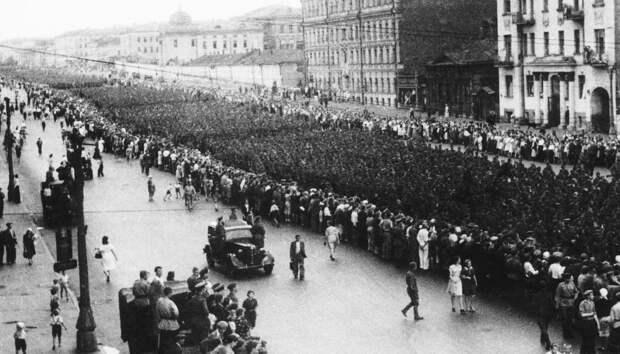 """75 лет немецкому """"параду"""" в Москве (впечатляющие фото)"""