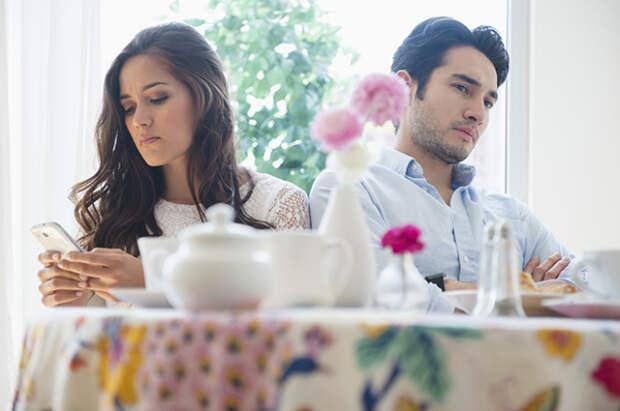 4 примера отношений, которые выглядят романтичными только в фильмах