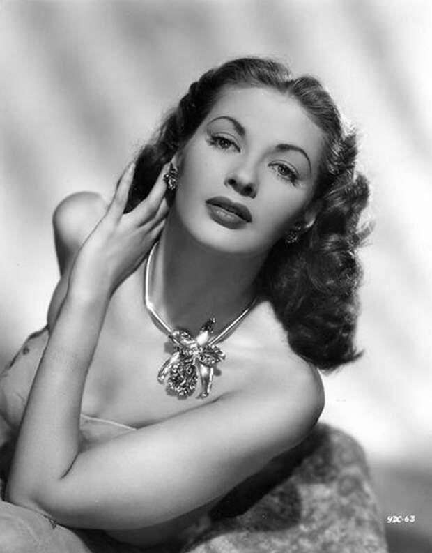 Ивонн Де Карло. Роковая красавица 50-х.