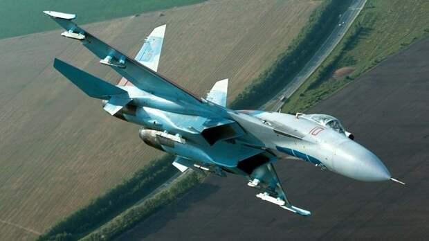 Пентагон опубликовал видео перехвата Су-27 стратегического бомбардировщика B-52