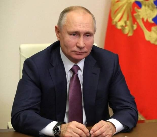 О митингах, о клевете, о соцсетях: какие новые законы подписал Путин