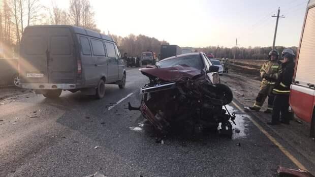 Шесть человек пострадали при столкновении трех авто на трассе в Удмуртии