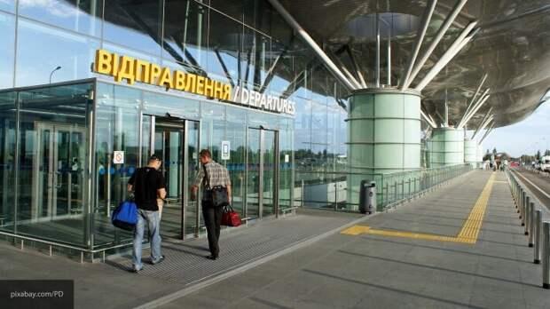 Вывезенные из Вьетнама украинцы с криками прорвали блокаду в аэропорту Борисполь
