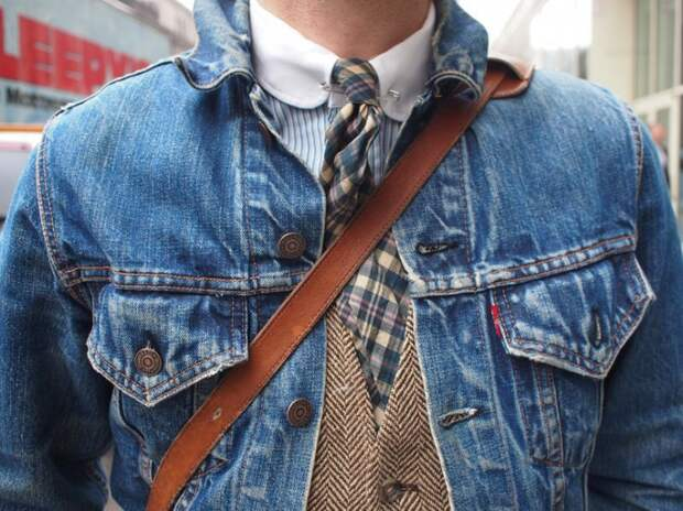 Галстук с джинсовкой