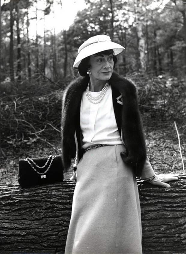 Свою знаменитую модель сумки 2.55 Коко Шанель первоначально сделала для себя