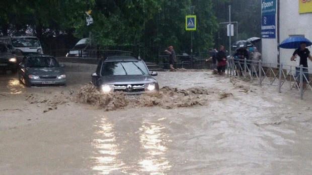 В Ялте полностью перекрыли проезд в центр города из-за подтоплений