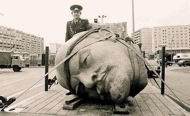 Памятник Ленину увозят с постамента, Берлин, 1991 год. история, события, фото