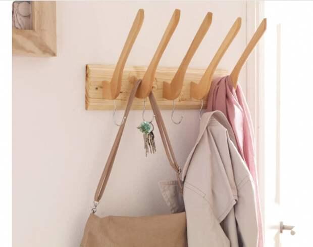 Мебель из плечиков (подборка)