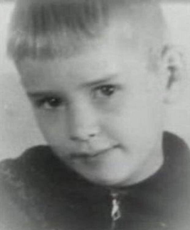 Как выглядел в детстве Александр Абдулов, и как он преображался на притяжении жизни