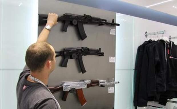Купец Калашникова: Индия спешно затребовала российские АК-203