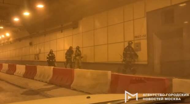 Пожар автомобиля остановил движение в Северо-Западном тоннеле