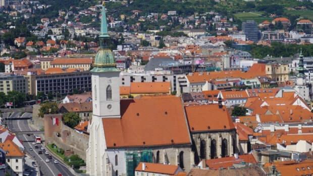 Премьер-министр Словакии объявил о высылке трех российских дипломатов