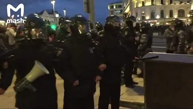 Протестующие дошли до Лубянки –дальше не пускают. Задержаний по-прежнему нет....