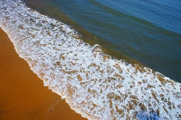 Эксперты уповают, что картинку забитых пляжей и дороговизну в Сочи уберут Абхазия и Турция